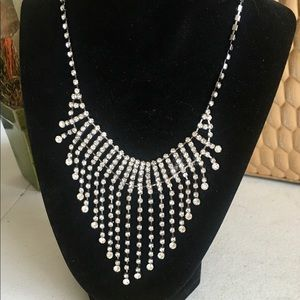 Jewelry - Beautiful silver crystal diamond look necklace